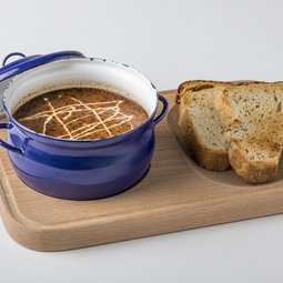 Goulash soup with garlic dip