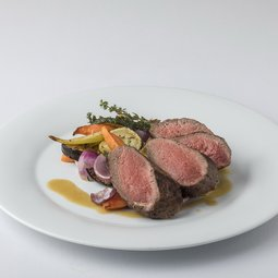 Beef rump steak with grilled vegetables and thyme